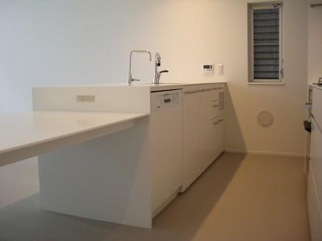 キッチンサイドにLANケーブルの差込口やコンセントを設置。
