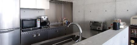 清掃性重視のコンパクトキッチン